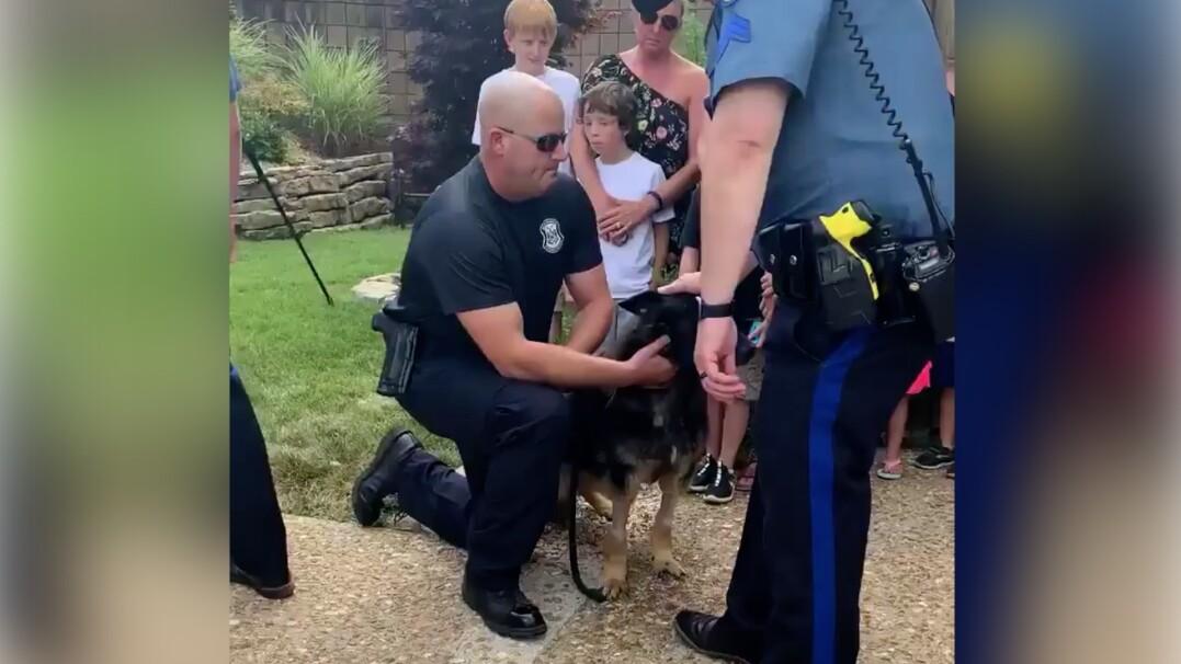 Policjanci po raz ostatni żegnają psa przed uśpieniem. Był dla nich jak członek rodziny
