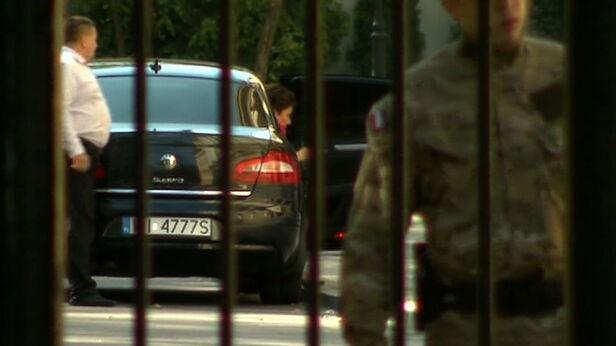 O używanie tej limuzyny do prywatnych celów burmistrz oskarża prezydent Warszawy archiwum TVN 24