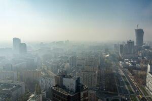 W Krakowie reagują na smog. W Warszawie uspokajają