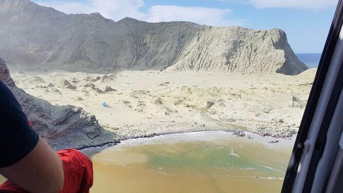 Spędzali miesiąc miodowy pod wulkanem <br />na wyspie White