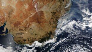 """Wschodnia Australia płonie. """"Byliśmy świadkami dramatycznego wybuchu pożaru"""""""