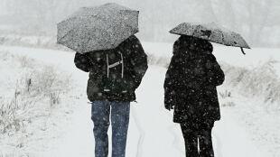 Prognoza pogody na dziś: opady śniegu, nieprzyjemna plucha, chwilami silniejszy wiatr