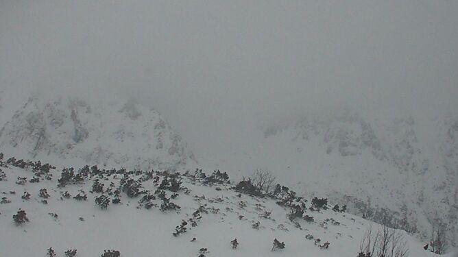 Zaspy na prawie dwa metry na Kasprowym, Zakopane też pod śniegiem. Uważajcie